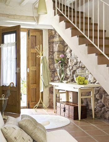 Decoraci n f cil decorar el hueco de escalera for Banos debajo hueco escalera