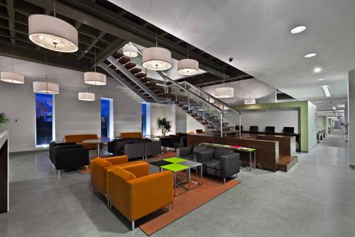 Podio paga todo por usoarquitectura for Interior oficinas modernas