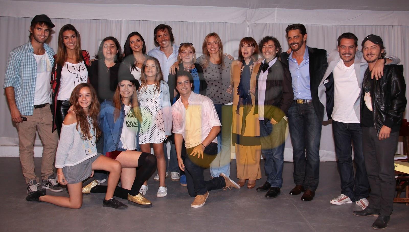 """La primer foto del elenco de """"Somos familia"""""""