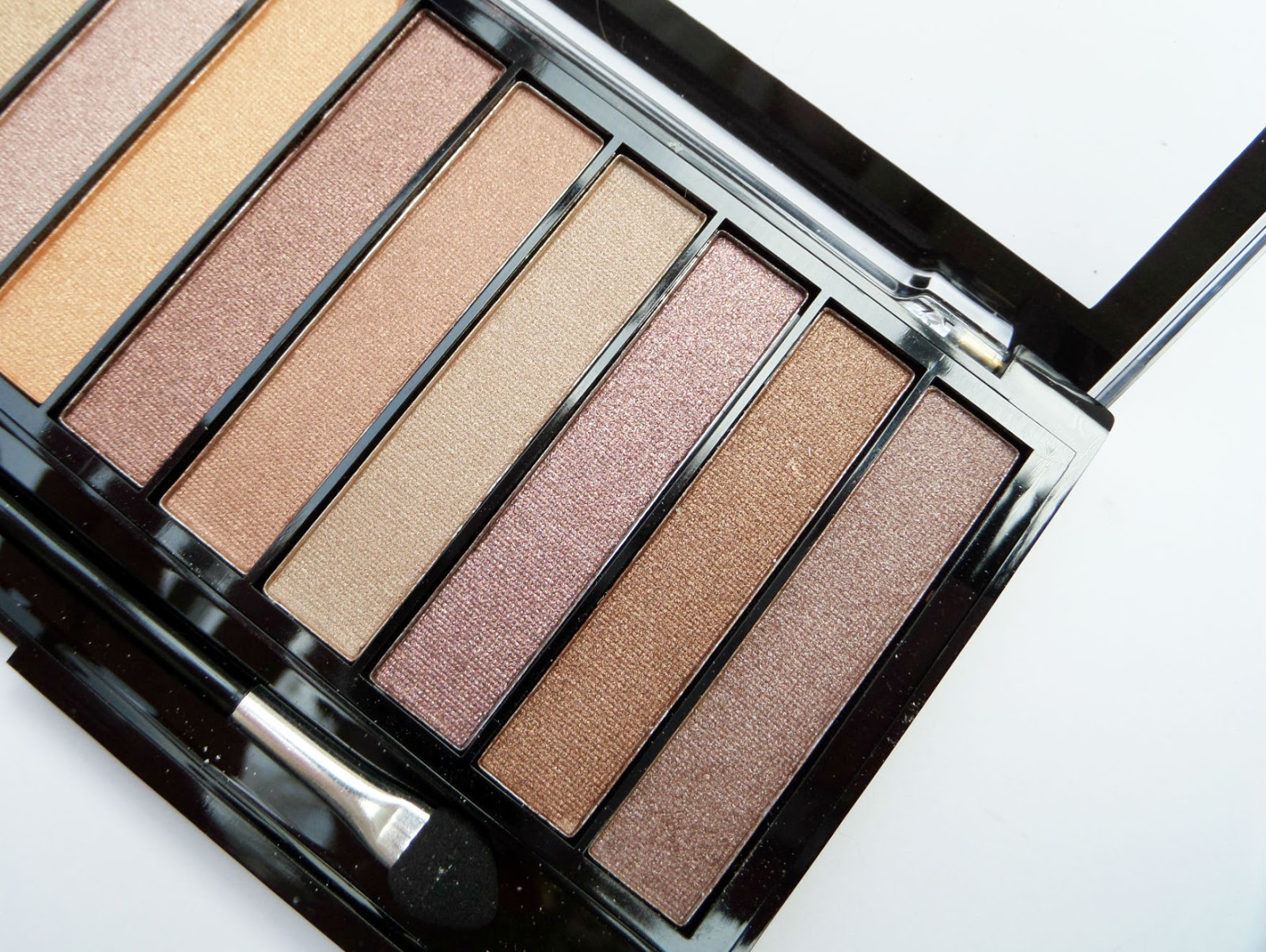Inside The Makeup Revolution Essential Shimmer Eyeshadow Palette