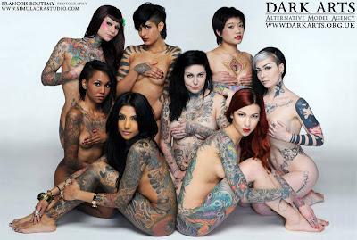 Seksowne, wytatuowane dziewczyny
