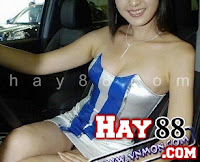 Người mẫu lộ bím vì không mặc quần lót | hay88.com
