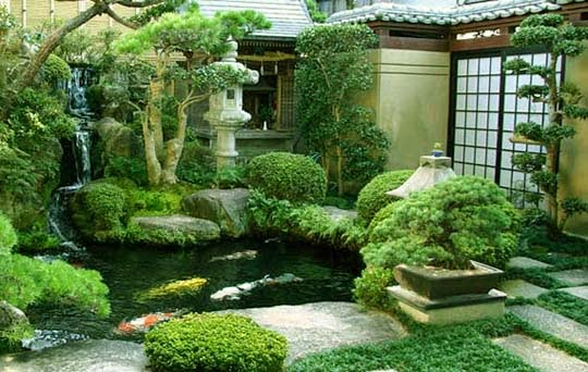 Small spaces japanese home design inside for Small japanese garden layouts