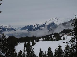 Im Tal sammeln sich die Wolken