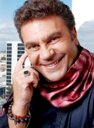 Manuel Mijares con bella sonrisa