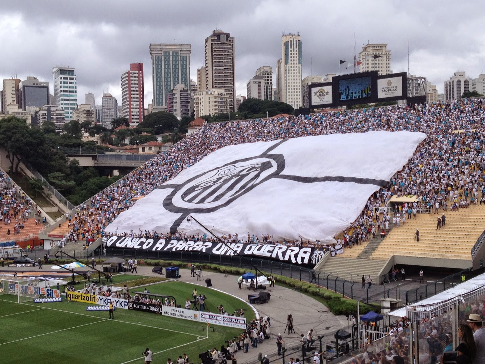 Torcida do Santos no Pacaembu na final contra o Ituano