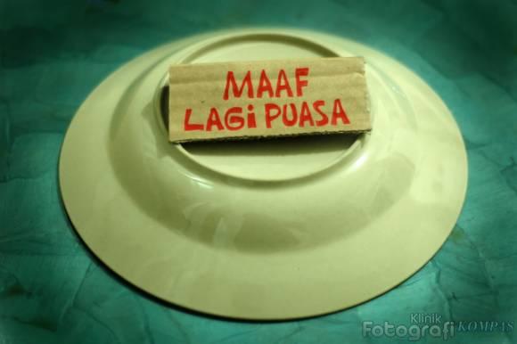 http://3.bp.blogspot.com/-0UWYWi8NAeg/TgJdsUTOf_I/AAAAAAAAAE4/FEITwdNWjTc/s1600/maaf_lagi_puasa_kompas.jpg
