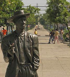Estatua en bronce del ídolo Benny Moré