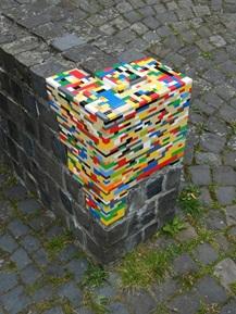 Pagar dengan tambahan Lego