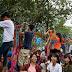 Trèo rào vào công viên nước Hồ Tây làm xấu Hà Nội