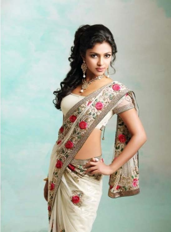 Amala Paul in white saree, navel pic - Amala Paul Saree hot Wallpaper