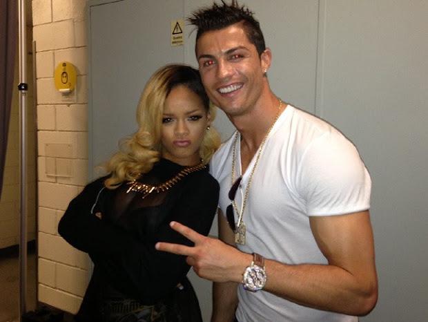 Cristiano Ronaldo tirou uma foto com a cantora Rihanna e publicou no Twitter