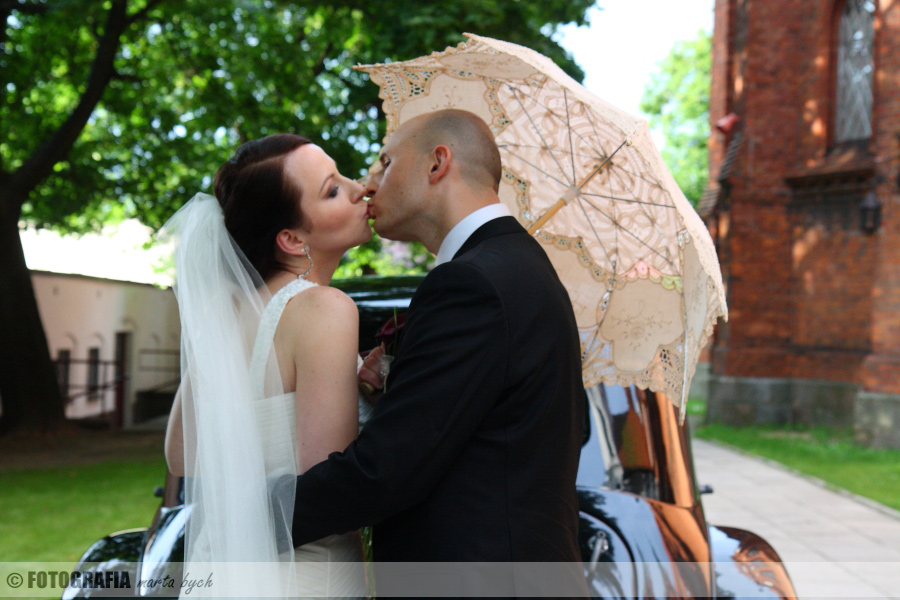 zdjęcia ślubne fotograf wesele młoda para plener ślubny