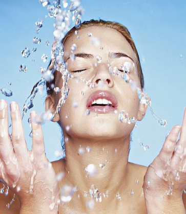 Feeling Dry? Keep the Glow in Your Skin During The Weather Change this Fall!