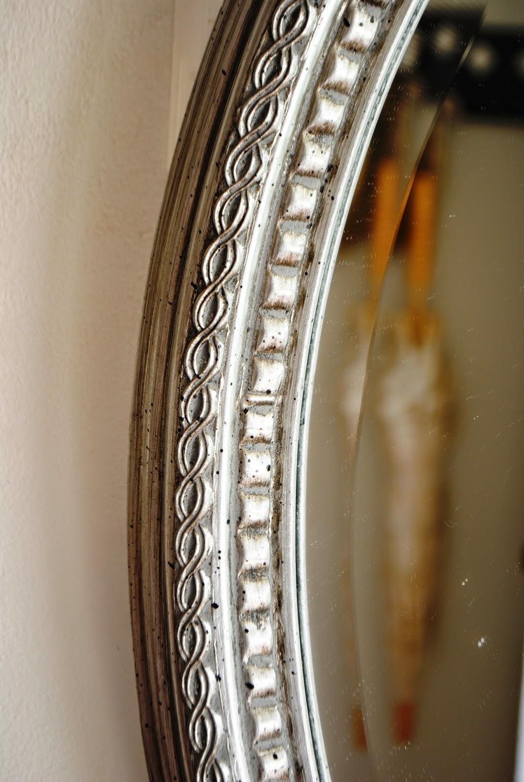 Paz montealegre decoraci n espejos ovalados y alargado for Espejos plateados