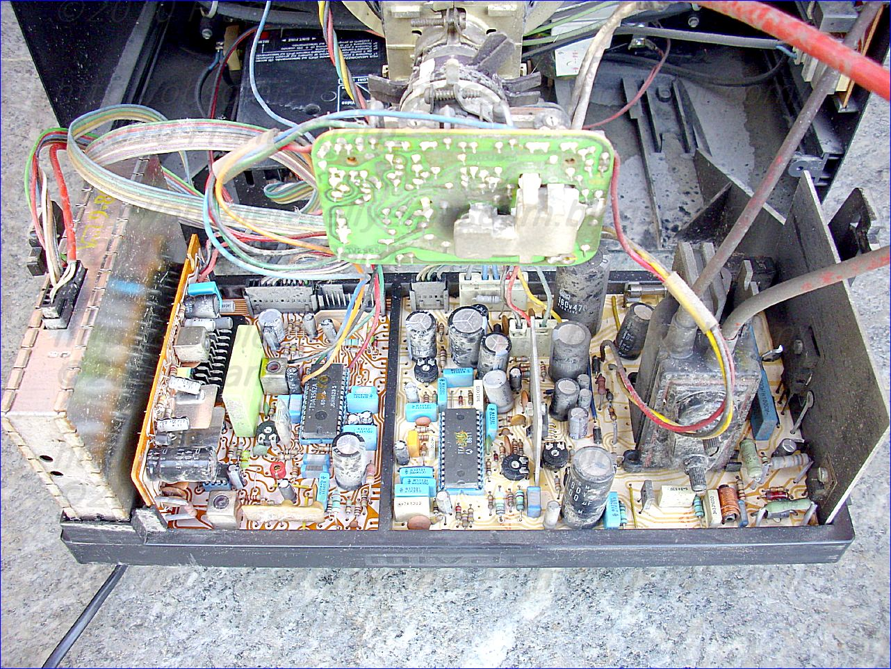Obsolete Technology Tellye Mivar 16c3v Chassis Tv2962 2 Tv2965 Power Supply Schematic Furthermore Atx Diagram Is Switched Into The Second State And Therefore At A Time In Which Picture Signal Already Controls Beam Currents This Way Response Of