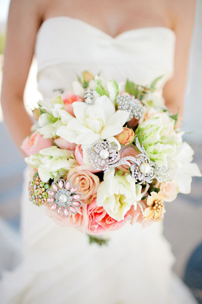 25 stunning wedding bouquets part 7 belle the magazine for Best flowers for wedding bouquet