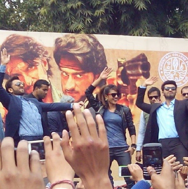 http://3.bp.blogspot.com/-0W3qMAB68Dc/UvjLv6WdyiI/AAAAAAAAkFg/hfzxjd1BczQ/s1600/Gunday+Movie+Team+at+Delhi+For+Promotion+(4).png