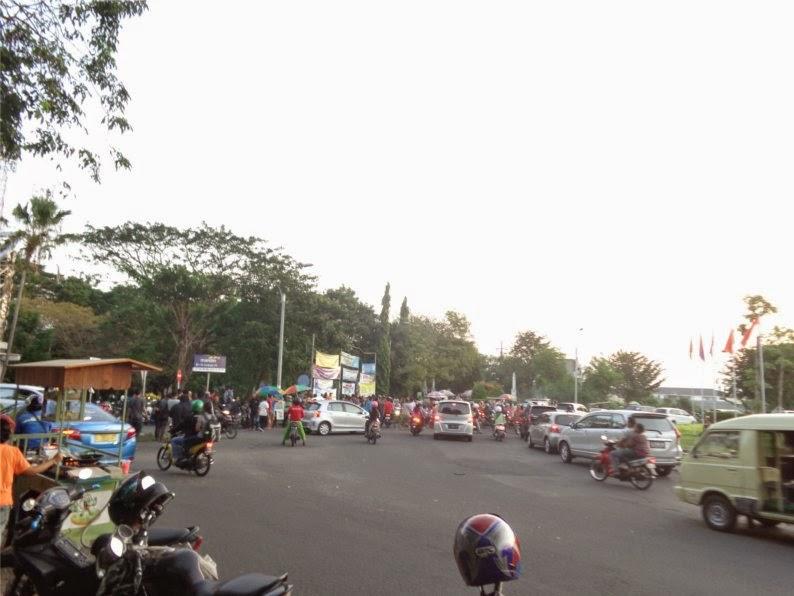 Pasar Ramadhan di Bundaran ITS Surabaya