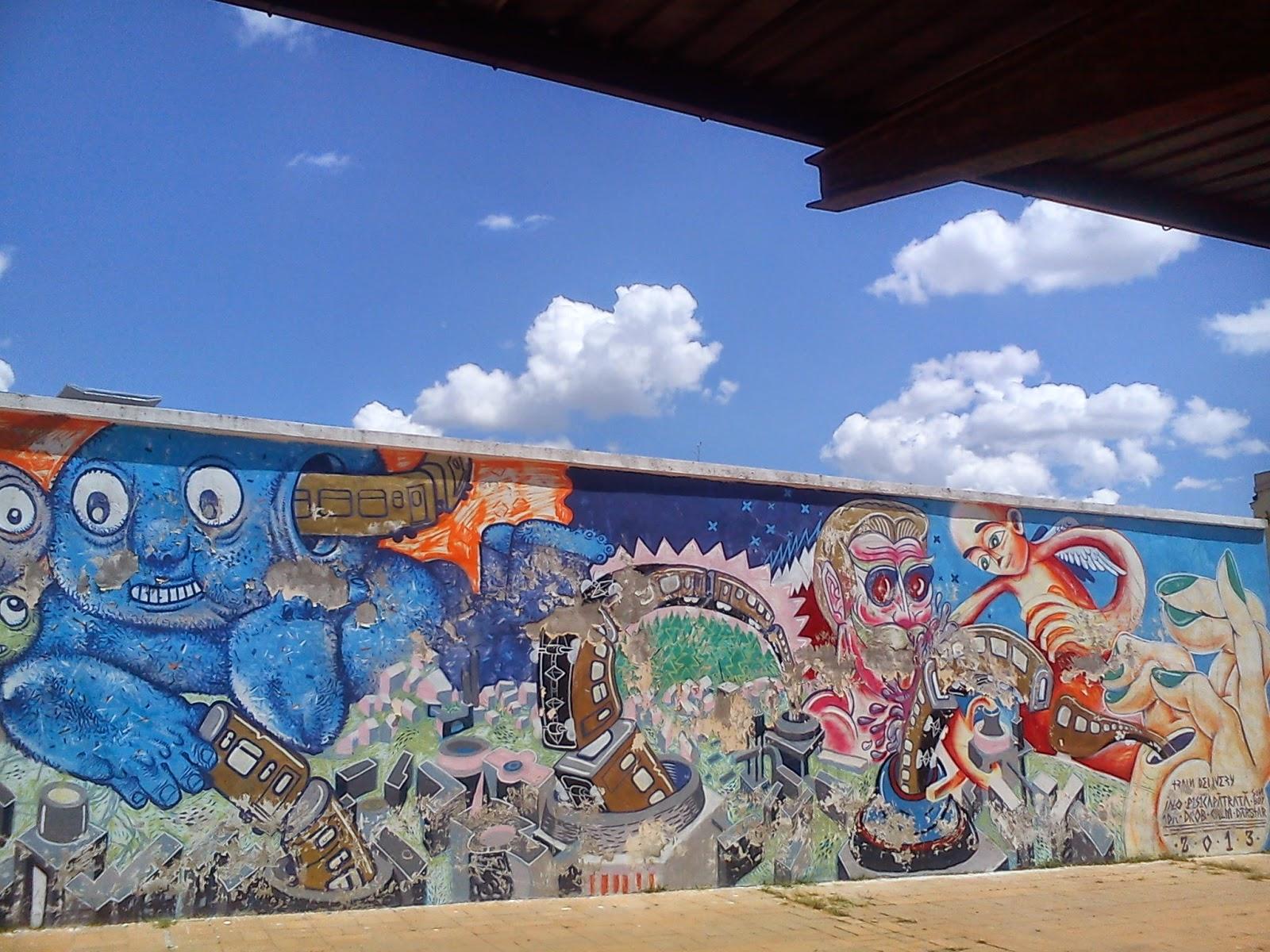 graffiti albastru ca cerul