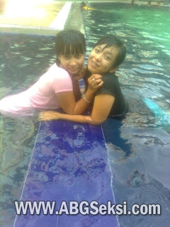 foto cewek cewek nakal di kolam renang