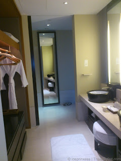Capella Singapore Premier Garden Room View Wardrobe