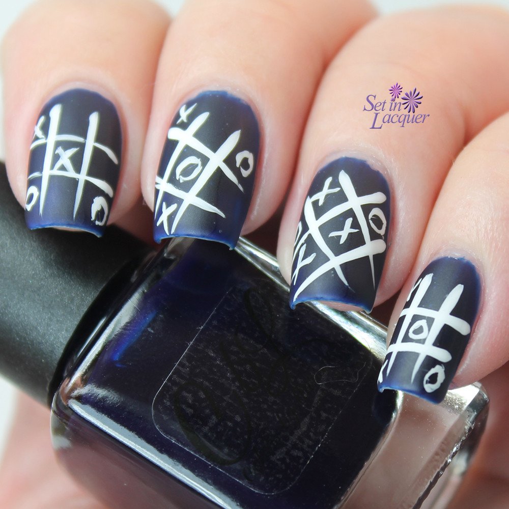 Nail art inspired by Tic Tac Toe.