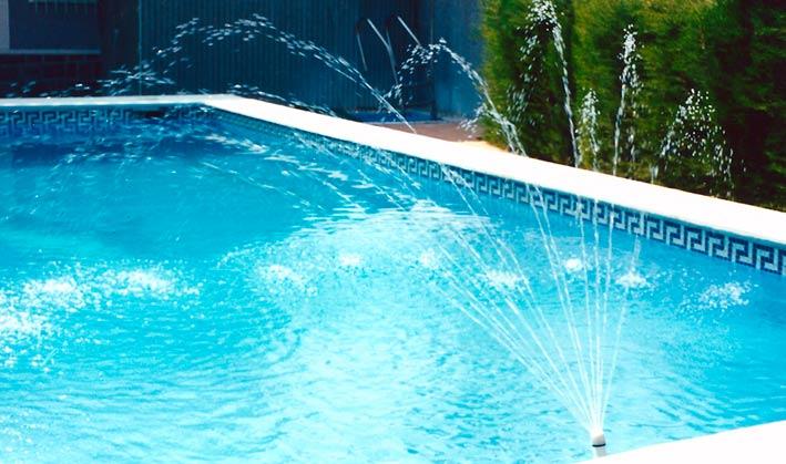 Fuentes para piscinas que no requieren instalaci n for Chorros para piscinas