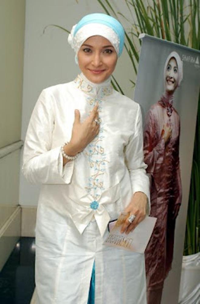 model jilbab inneke adalah salah satu model jilbab yang banyak ditiru ...
