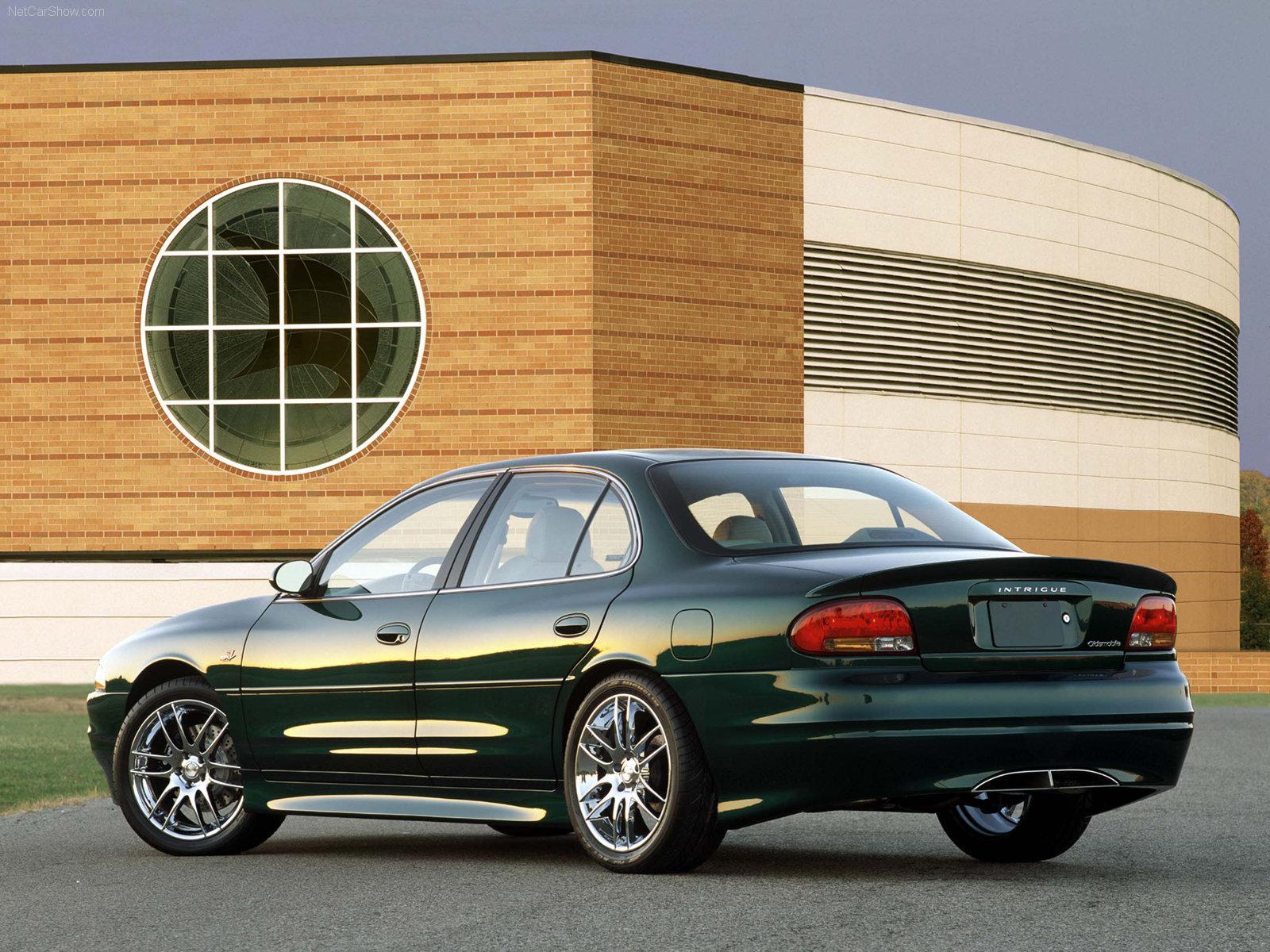 Hình ảnh xe ô tô Oldsmobile Intrigue 2002 & nội ngoại thất