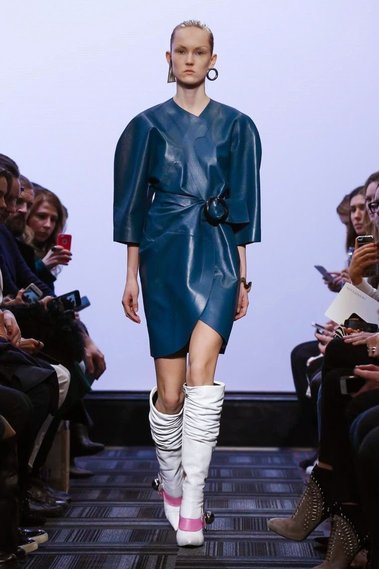 jw anderson, j.w. anderson, j w anderson, jw anderson fall, jw anderson fall 2015, jw anderson fall winter 2015, jw anderson fall winter, jw anderson AW, jw anderson AW 2015, jw anderson autumn winter, jw anderson autumn winter 2015, du dessin aux podiums, dudessinauxpodiums, jw anderson instagram, ready to wear fashion, james w anderson, fashion designer, moda in pelle, ross dress for less, fashion magazines, fashion blogs, mode a toi, revista de moda, vintage, vintage definition, vintage retro, top fashion, suits online, blog de moda, blog moda, ropa, asos dresses, blogs de moda, dresses, tunique femme, vetements femmes, fashion tops, womens fashions, vetement tendance, fashion dresses, ladies clothes, robes de soiree, robe bustier, robe sexy, sexy dress