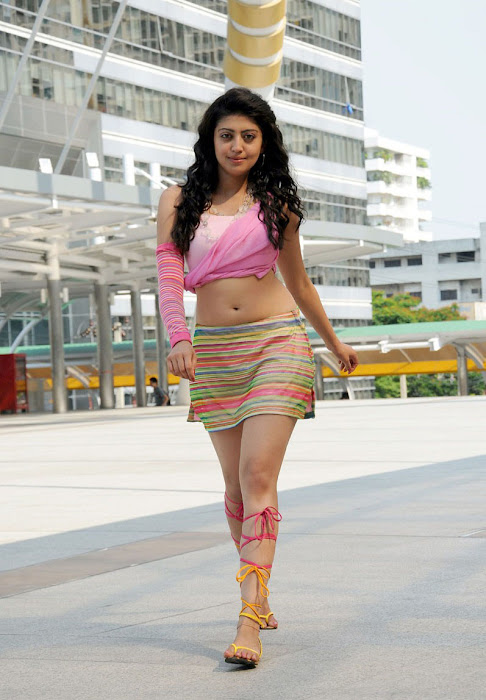 watch pranitha from udhayan movie hot photoshoot