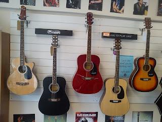 tienda de guitarras electroacusticas foto
