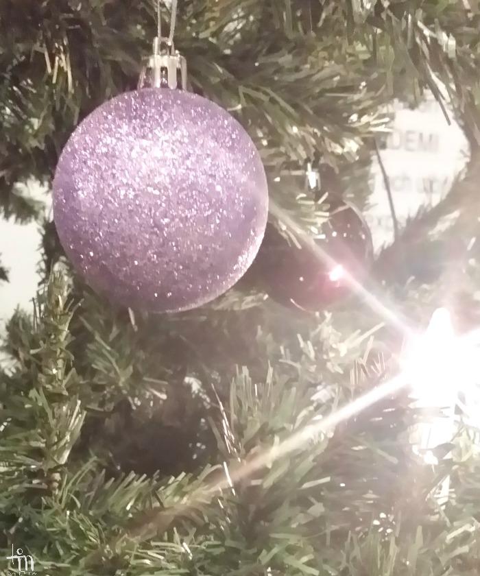 liila joulupallo - joulukuusen koriste