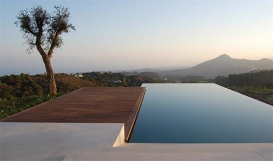 Beautiful swimming pools around the world mountain top for Best swimming pool designs in the world
