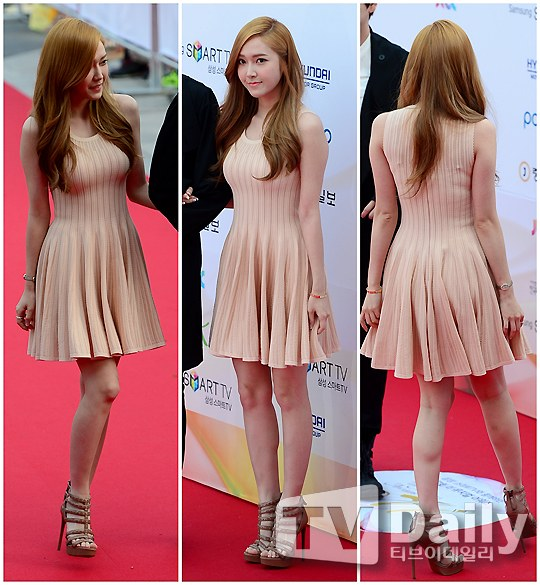 Jessica Wins 'Popular Star' Award at 'The 7th Musical Awards'