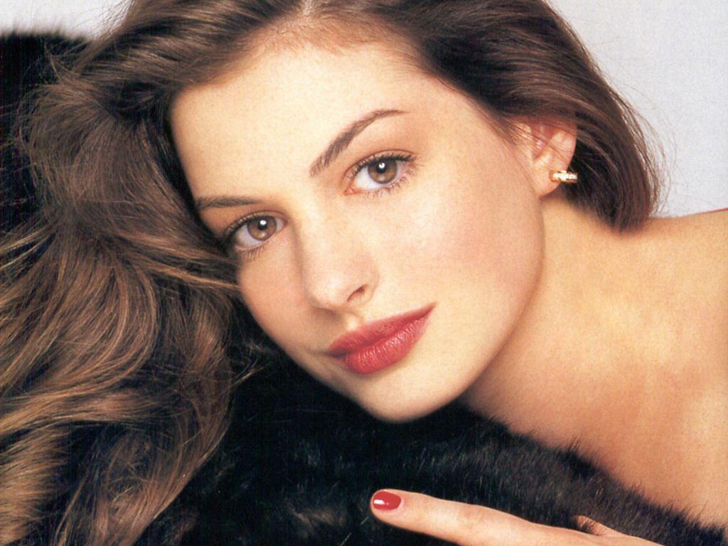 http://3.bp.blogspot.com/-0Yhzjm_lkWE/TWA8765FGYI/AAAAAAAAACk/CvM7ZRE4J14/s1600/Anne-Hathaway-46.jpg