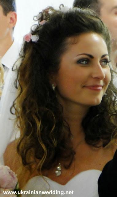 Українське весілля щаслива наречена