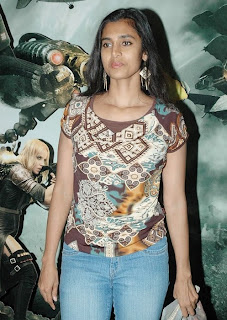 Kasthuri in a printed T Shirt and Spicy Jeans No Makeup