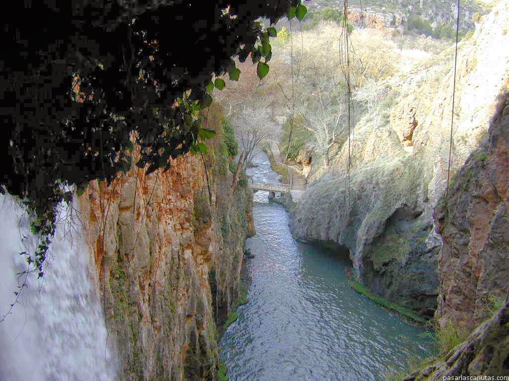 Pinceladas actuales monasterio de piedra cuevas y cascadas for Piedras para cascadas