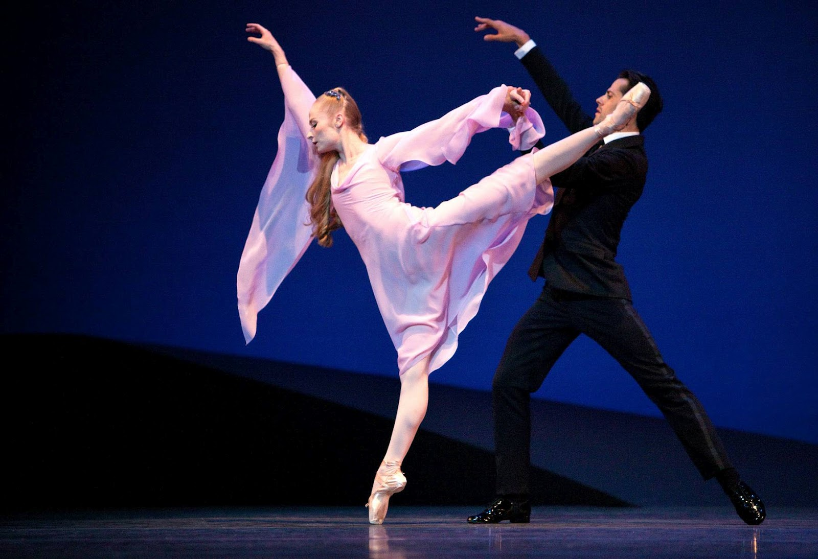 a short history of the new york city ballet With the school of american ballet and later with the new york city ballet, balanchine established himself as one of the world's leading classical choreographers.