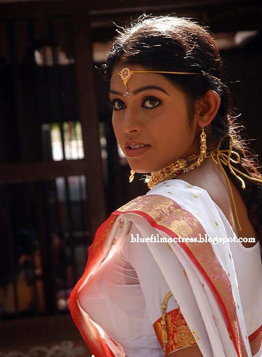 Girls and Aunty Actress Rare Gallery: Mallu Girl in Onam Saree Side ...