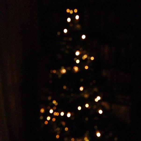 lights gold christmas tree
