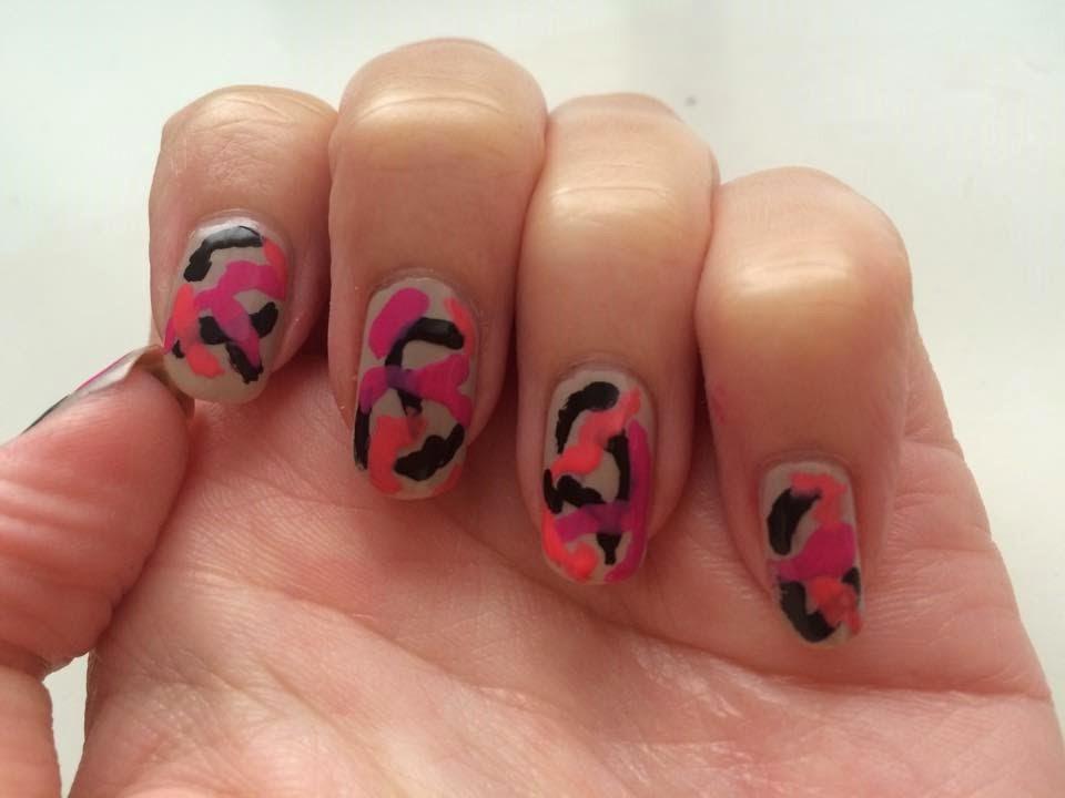 Manicura camuflaje en rosa