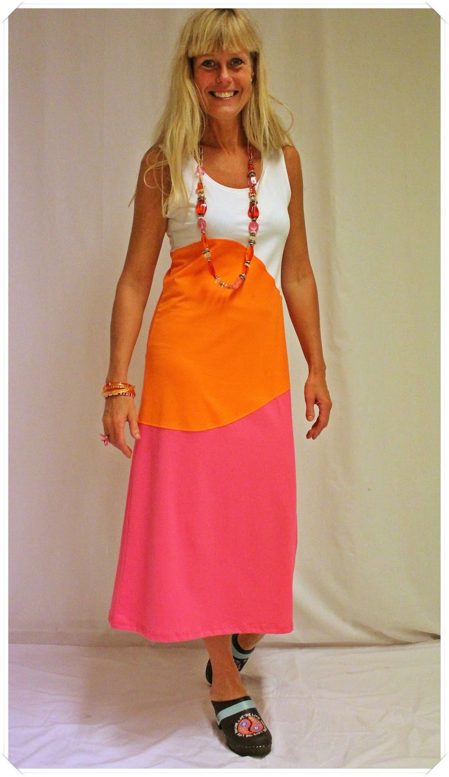 Nanso långklänning & träskor med mönster
