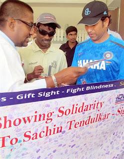 Tendulkar-Dhoni-visit-blind-foundation-in-Bangalore