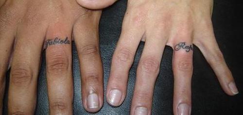 Tatuagem de anel casal