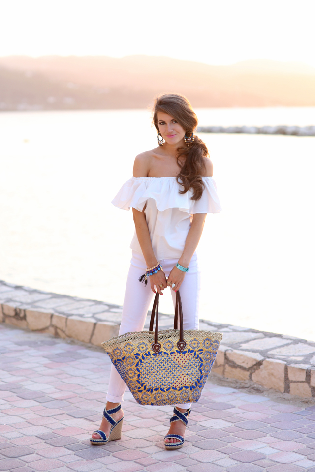Love the straw beach bag