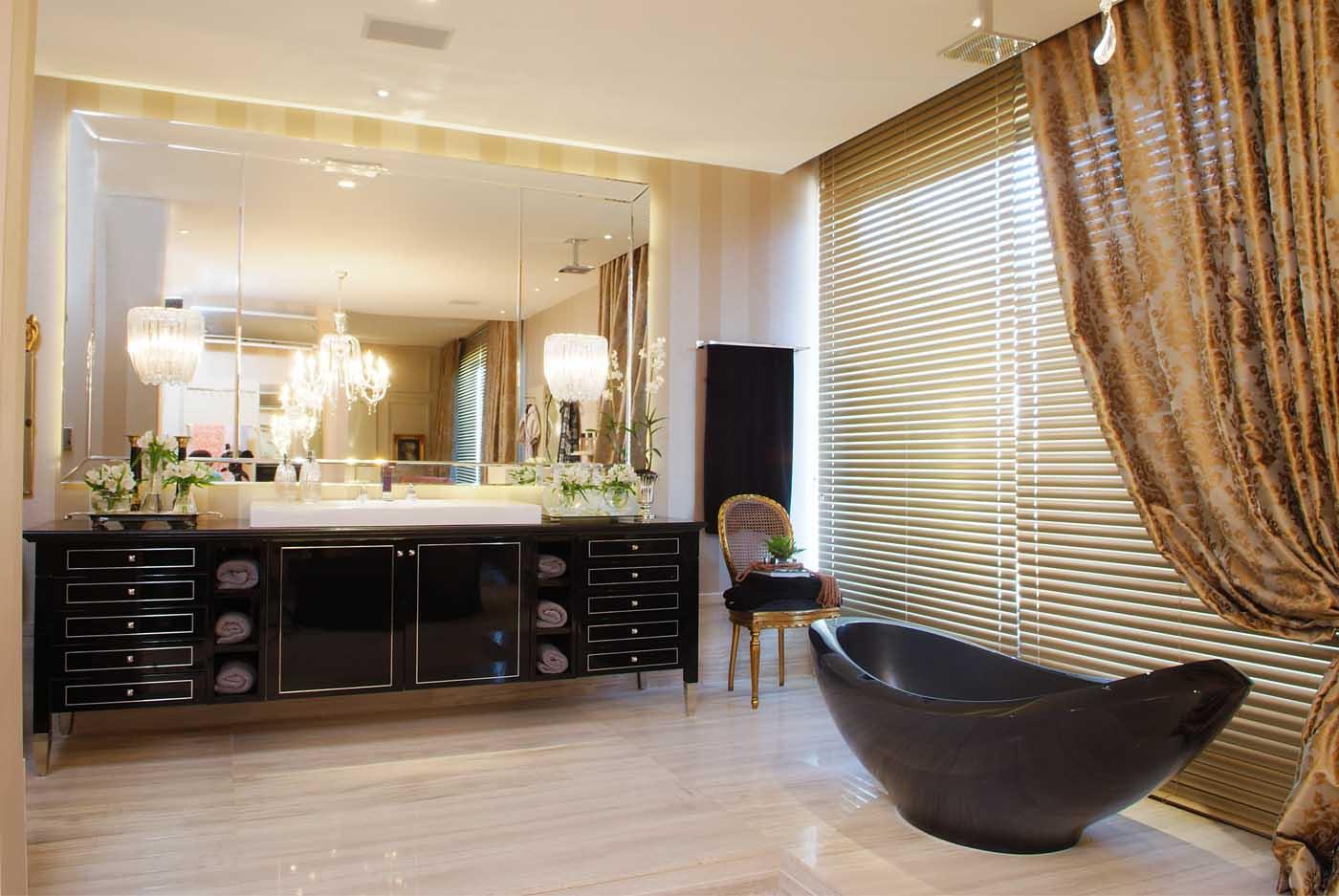 banheiro com armário de estilo clássico e grande que serve #694729 1400x937 Banheiro Com Bancada Branca
