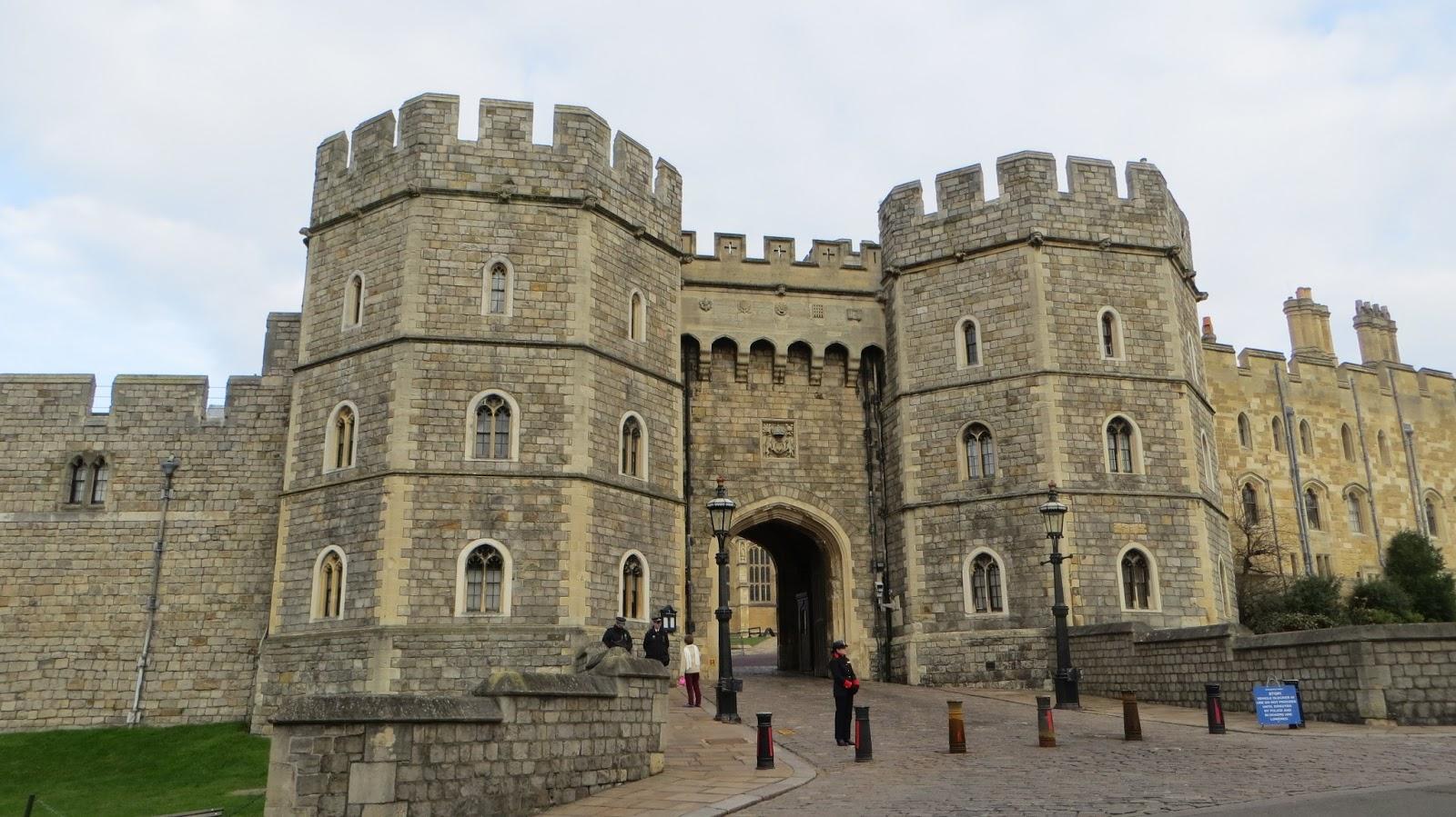winning london windsor castle and hampton court. Black Bedroom Furniture Sets. Home Design Ideas